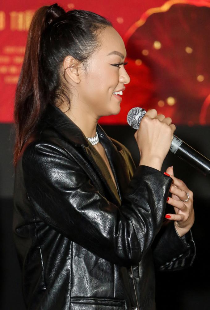 <p> Mai Ngô xuất thân là vũ công rồi chuyển sang làm người mẫu. Cô từng tham gia nhiều cuộc thi như Vietnam's Next Top Model, The Face... và thể hiện cá tính mạnh. Qua dự án này, cô muốn định hướng mình nhiều hơn đến diễn xuất chuyên nghiệp.</p>