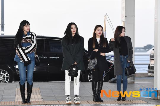 4 thành viên từ trái qua: Joy, Seul Gi, Yeri và Irenekhởi hành sang Nhật Bản tổ chức concert. Wendy vẫn đang điều trị chấn thương sau tai nạn cuối năm.