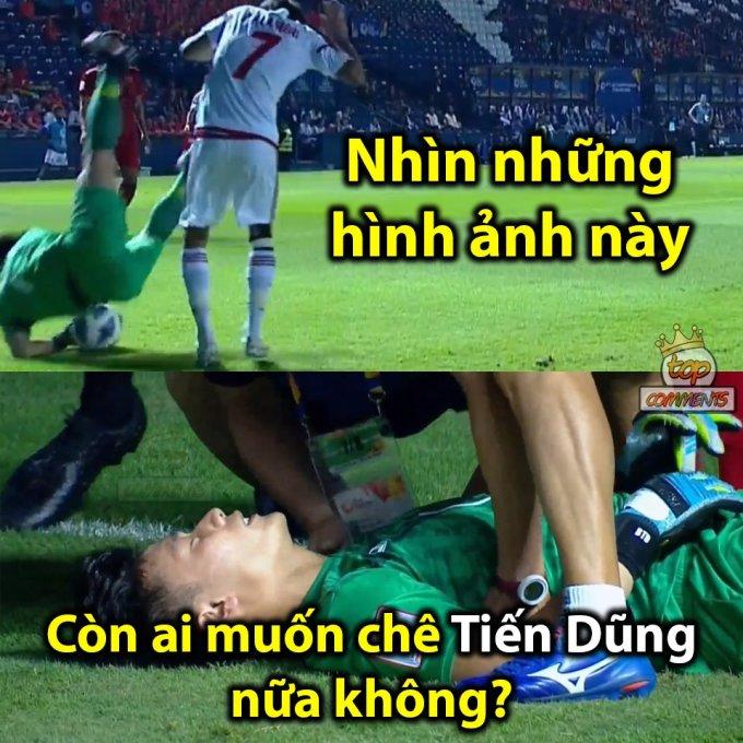 <p> Phút 56, Bùi Tiến Dũng băng ra định bắt dính trái bóng nhưng không thành công. Thủ môn của tuyển U23 Việt Nam bị đau sau nỗ lực này.</p>