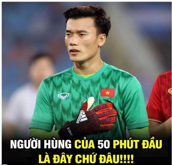 <p> Phút 50, thủ môn Việt Nam chơi tập trung, đẩy cú đá phạt căng của Saleh ra ngoài. Đây là giây phút khiến người hâm mộ thót tim.</p>