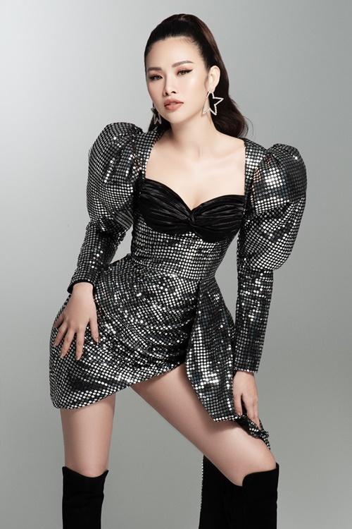 Bộ ảnh được thực hiện bởi nhiếp ảnh Milor Trần, stylist Lê Minh Ngọc.