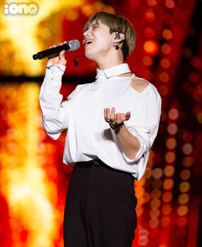 <p> Tae Min (SHINee) là nghệ sĩ Kpop trình diễn cuối cùng của đêm nhạc.</p>