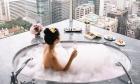 8 khách sạn có view phòng tắm được check in nhiều nhất