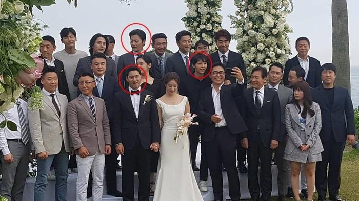 Hồi đầu tháng 6/2019, Song Joong Ki và Jang Dong Gun là khách mời thân thiết dự đám cưới của Joo Jin Mo.