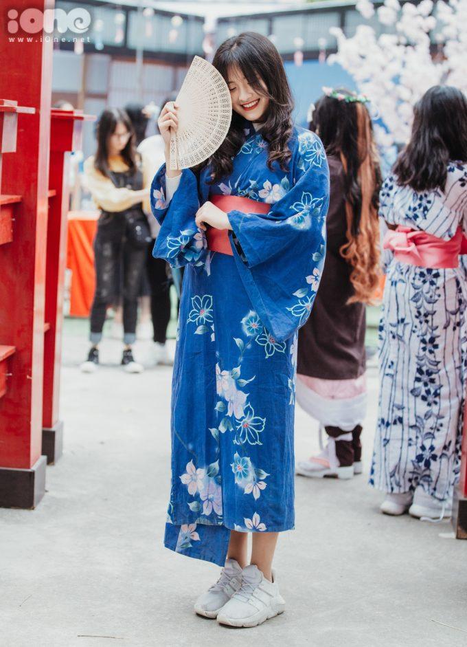 <p> Tại lễ hội, nhiều nữ sinh Hà thành mặc lên mình trang phục truyền thống Nhật Bản - yukata.</p>