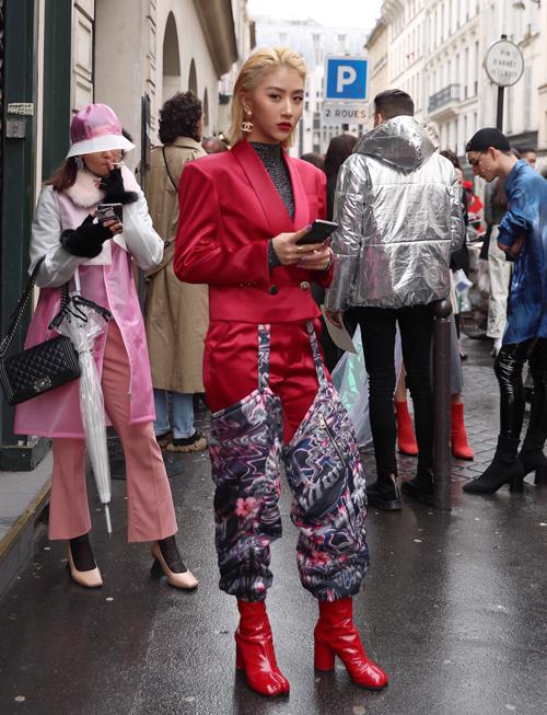 Hot girl cũng phủ sóng các sự kiện thời trang trong nước và quốc tế, các fashion week thế giới.