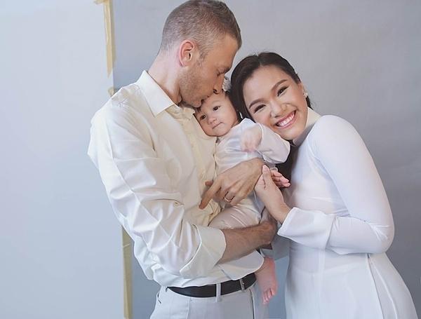 Năm 2015, Phương Vy kết hôn với ông xã người Mỹ - Sean Trace và sinh con gái đầu lòng - bé Kuru Kuru - một năm sau đó. Sau khi sinh, cô từng bị một số khán giả chê bai ngoại hình. Tuy nhiên, cô không bận tậm vì cho rằng sức khỏe của hai mẹ con con là điều qaun trọng nhất. Nhờ ông xã động viên và động lực quay trở lại showbiz, Phương Vy lao vào luyện tập, lấy lại dáng. Cô và chồng Tây ra mắt một số bản cover như Tình thôi xót xa, Chuyện hẹn hò... Hôn nhân của cô viên mãn.