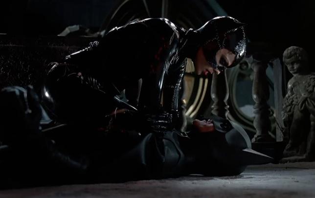 Michael Keaton và Michelle Pfeiffer trong Batman Returns.