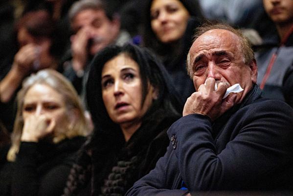 Người tham dự lễ cầu nguyện cho các nạn nhân vụ rơi máy bay tại Iran, ở thành phố Edmonton, tỉnh Alberta. Ảnh: Reuters.