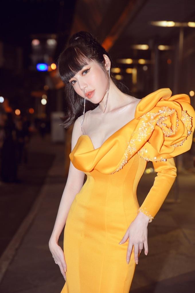 <p> Những ngày qua, Elly Trần vướng tin đồn ly hôn chồng. Cô bị sụt cân và liên tục treo status tâm trạng.</p>
