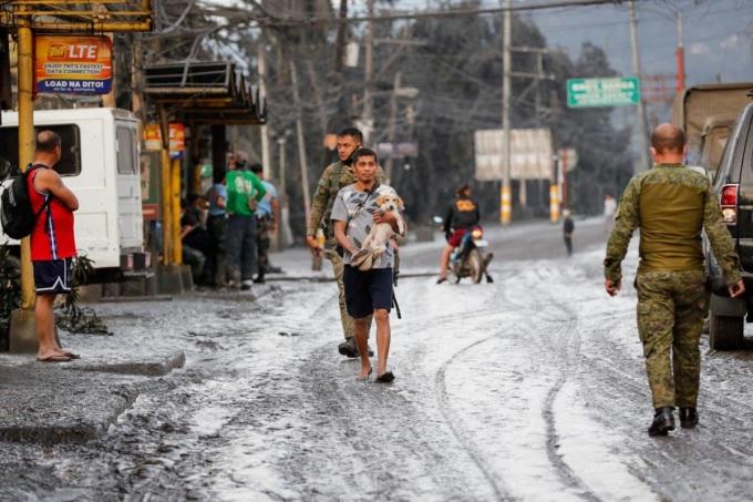 <p> Một con đường ở thị trấn Tanauan, tỉnh Batangas. Ảnh: <em>EPA.</em></p>