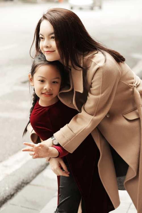 Phạm Quỳnh Anh và con gái Tuệ Lâm.