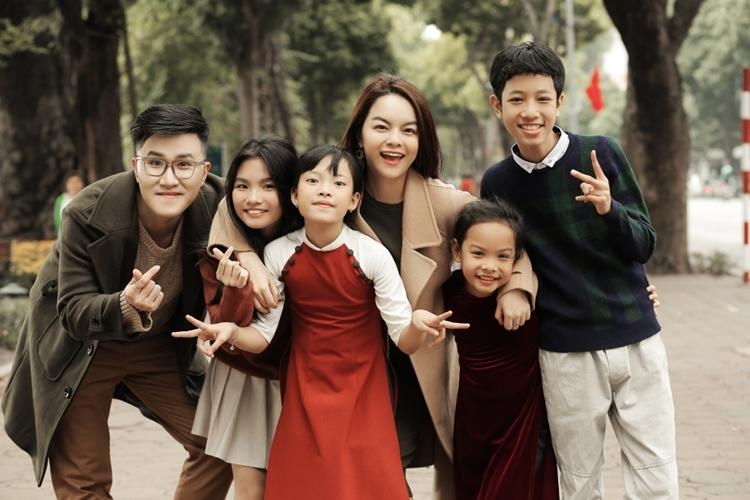 Các học trò của Phạm Quỳnh Anh xuất hiện trong MV.