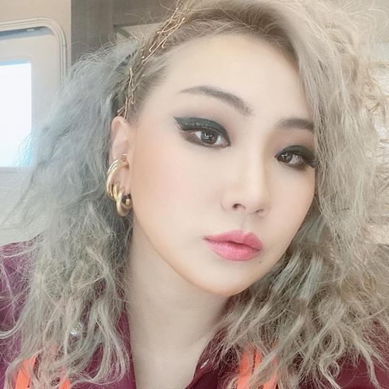 CL có tạo hình tóc xù mì, trang điểm sắc sảo trong quảng cáo mới.