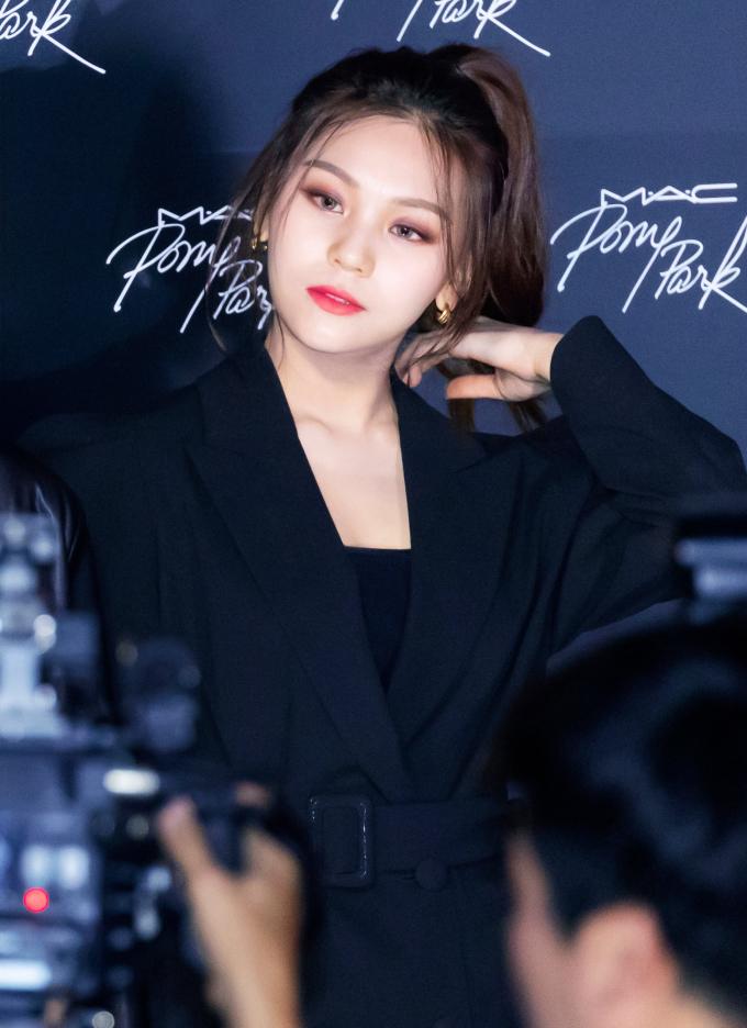 <p> Netizen hết lời ca ngợi thần thái của Um Ji (GFriend) khi tham dự sự kiện với kiểu tóc buộc cao đơn giản.</p>