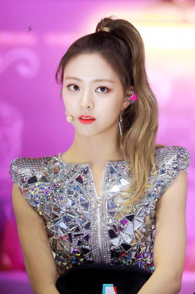 <p> Xuất hiện tại lễ trao giải GDA, Yuna (ITZY) khoe khí chất girl crush cùng mái tóc hiện đại.</p>