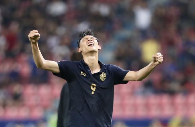 <p> Supachai chơi năng nổ để tìm bàn thắng nâng tỷ số nhưng chưa thành công.</p>