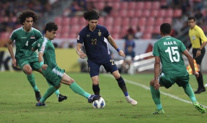 <p> Trận đấu diễn ra gay cấn ngay từ khi hiệp một bắt đầu. Cả Thái Lan vàIraq đều có quyền tự quyết trong trận đấu này để giành vé vào tứ kết. Hai đội đều nhập cuộc với sự quyết tâm đem về chiến thắng cho đội tuyển.</p>