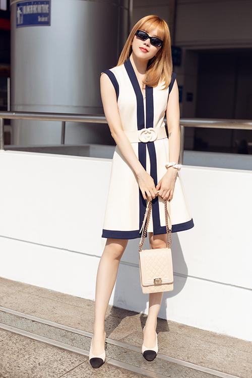 Thiều Bảo Trâm cho biết, tiêu chí lựa chọn trang phục của cô khi ra sân bay là đẹp nhưng vẫn giữ được sự thoải mái.