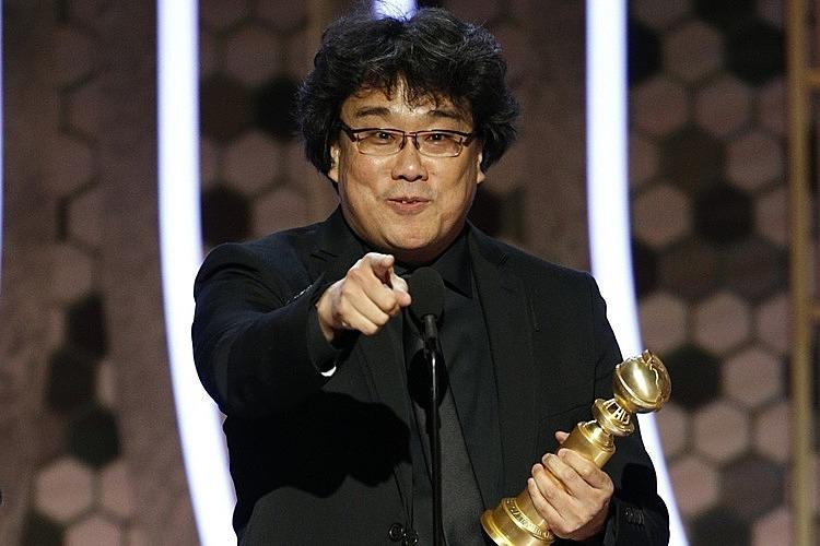 Đạo diễn Bong Joon Ho nhận giải Quả Cầu Vàng ngày 6/1/2010. Ảnh: AP.