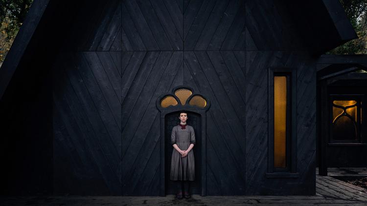 Gretel và Hansel bị cô lập trong phim