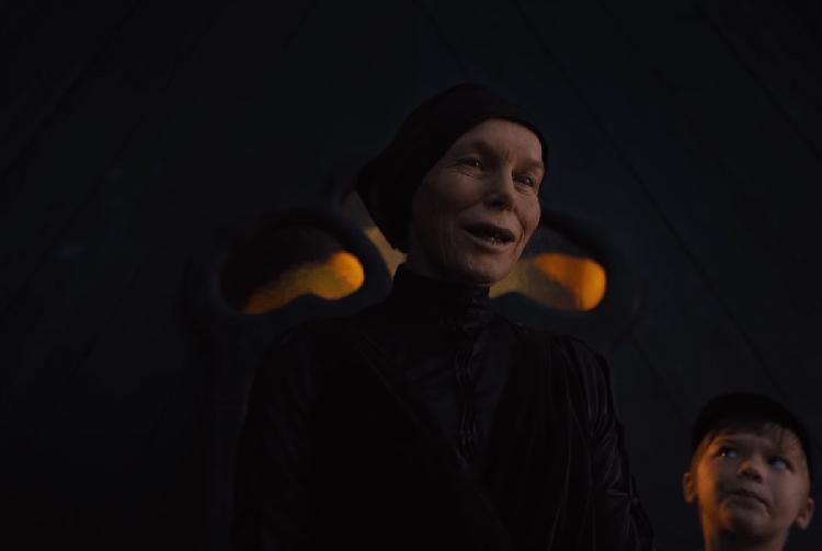 Alice Krige hóa thân phù thủy ăn thịt người