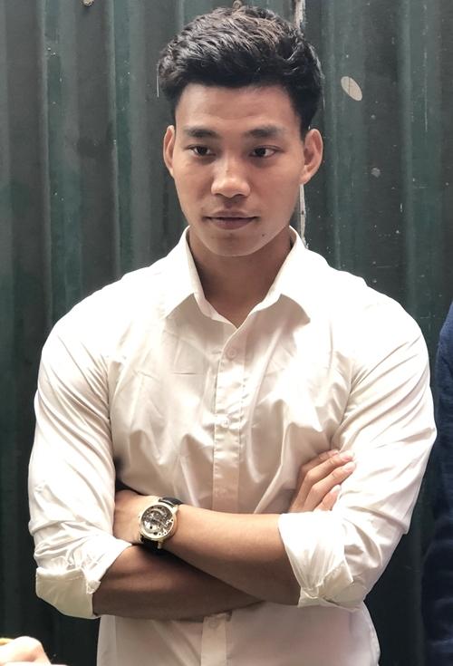 Văn Thanh ăn diện sơ mi trắng dự lễ ăn hỏi của Duy Mạnh.