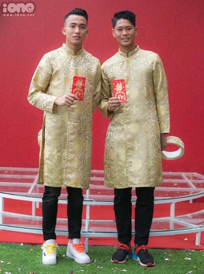 <p> Thanh Bình (phải) đang thi đấu cho đội trẻ CLB Hà Nội.</p>