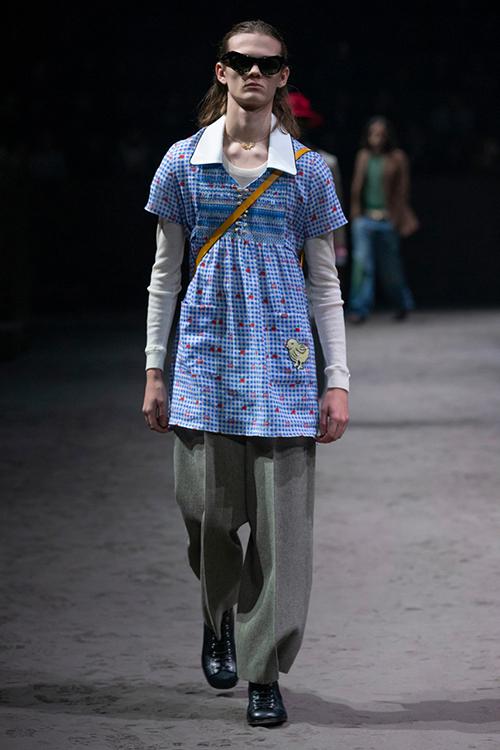 Hình ảnh mẫu nam mặc váy thun, kết hợp cùng quần dài phía trong bị nhiều người chê thiếu yếu tố thẩm mỹ.