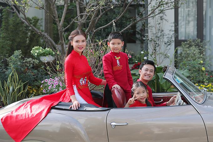 Hai diễn viên nhí vào vai các con của cặp vợ chồng trẻ Tiến Lộc- Phương Thảo là hai cháu ruột của Phạm Phương Thảo.