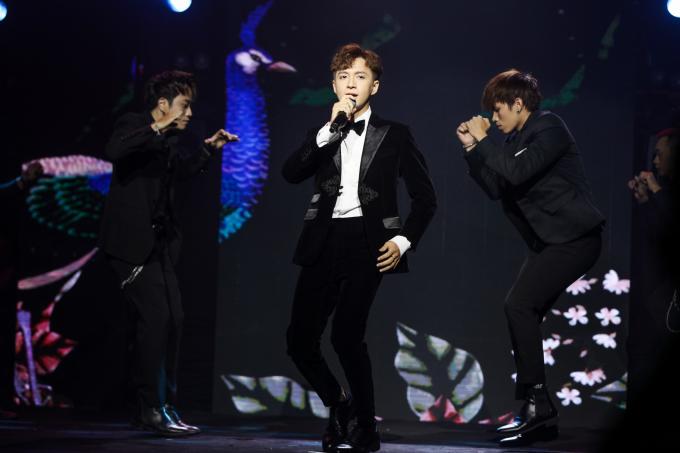 """<p> Ngô Kiến Huy biểu diễn """"Truyền thái y"""" - ca khúc gây được sự chú ý ở Vpop năm 2019.</p>"""