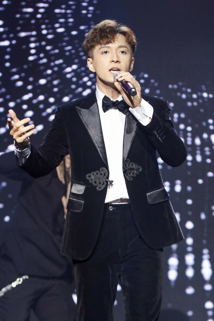 <p> Năm 2019, Ngô Kiến Huy tổ chức thành công liveshow kỷ niệm 10 năm ca hát.</p>