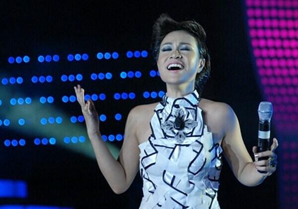 Uyên LinhVietnam Idol 2010 được nhận xét là mùa giải thành công nhất vì có nhiều giọng hát ngang tài. Không học thanh nhạc bài bản nhưng Uyên Linh với chất giọng tốt, tư duy âm nhạc phong phú, kinh nghiệm diễn phòng trà, quán cafe và tham gia các cuộc thi nhỏ lẻ... đã vượt qua Văn Mai Hương để trở thành quán quân thứ ba của chương trình. Cô là một trong số ít thí sinh biến những tiết mụcdự thitrong chương trìnhtrở thành hit của bản thân như Chỉ là giấc mơ, Cảm ơn tình yêu, Giấc mơtôi...Sau cuộc thi, Uyên Linh phát hành đĩa đơn Cảm ơn tình yêu (2012), Chờ người nơi ấy (2012), Chiếc lá mùa đông (2013), album Ước sao ta chưa gặp nhau(2014).