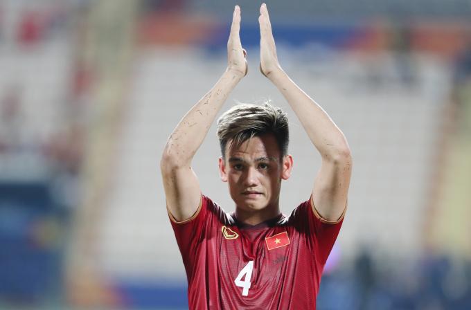 <p> Dù thi đấu nỗ lực và có nhiều cơ hội ghi bàn nhưng U23 Việt Nam chưa thể tận dụng triệt để. Cuối trận đấu, họ còn để mắc sai lầm, bị thổi phạt trên chấm 11m và thi đấu 10 người khi Đình Trọng bị phạt thẻ đỏ.</p>