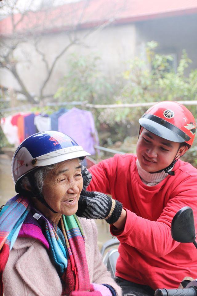 """<p> Nguyễn Quang bật mí bà đang muốn đi chùa Yên Tử, Quảng Ninh. """"Trong năm 2020, chỉ cần bà khỏe, mình chắc chắn sẽ thu xếp thời gian và thực hiện các chuyến hành trình khám phá cùng bà"""", cháu trai nói.</p>"""