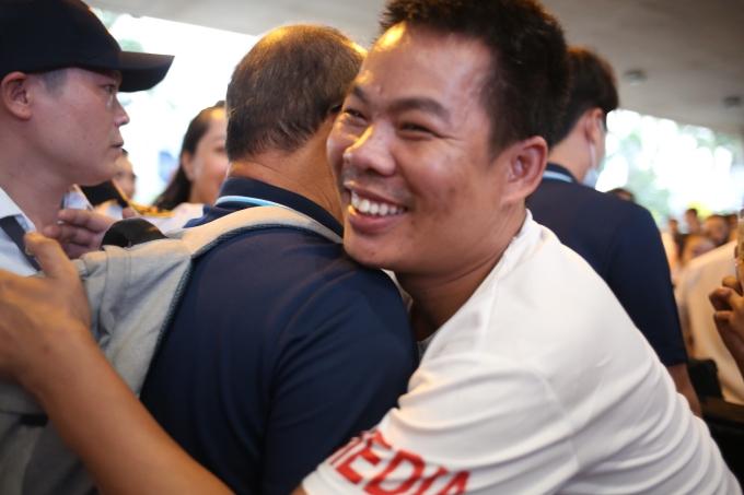 <p> Nhiều người hâm mộ bày tỏ tình cảm với thầy Park. Dù Việt Nam phải về nước sớm nhưng niềm tin ở người hâm mộ vẫn chưa bao giờ mất. Hàng triệu người vẫn mong chờ sự tỏa sáng của thầy trò ông Park ở giải đấu kế tiếp - Vòng loại World Cup.</p>