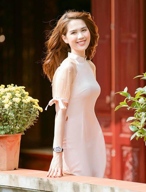 Ngọc Trinh tâm sự rất thích mặc áo dài.