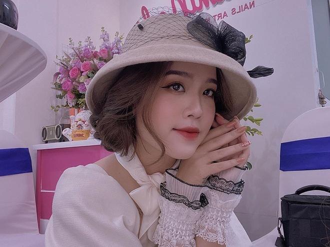 Huyền My đang là chủ một tiệm làm móng ở Hà Nội.