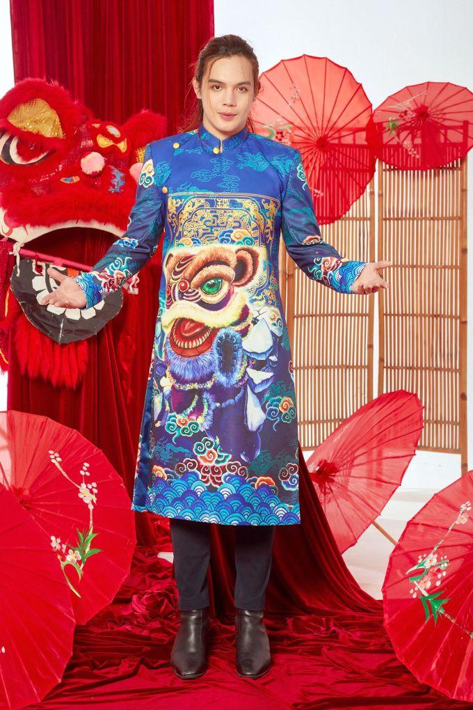 <p> Với anh, áo dài kiểu truyền thống chưa bao giờ mất đi vị trí yêu thích trong mắt các tín đồ thời trang.</p>