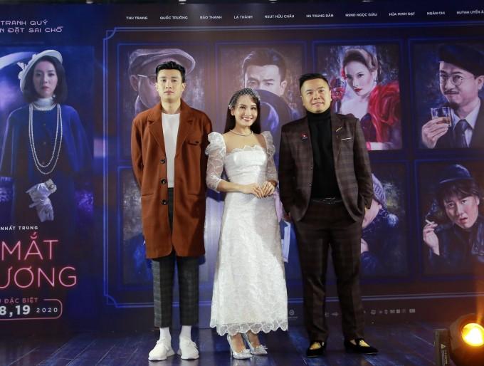 <p> Tối 18/1, <em>Đôi mắt âm dương</em> ra mắt tại Hà Nội với sự tham gia của diễn viên Quốc Trường, Bảo Thanh và đạo diễn Nhất Trung. Do bận dịp cuối năm cuối năm, diễn viên chính Thu Trang không thể tham dự.</p>