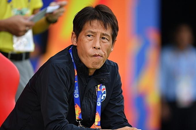 HLV Thái Lan, Akira Nishino trên băng ghế huấn luyện. Ảnh: AFC.