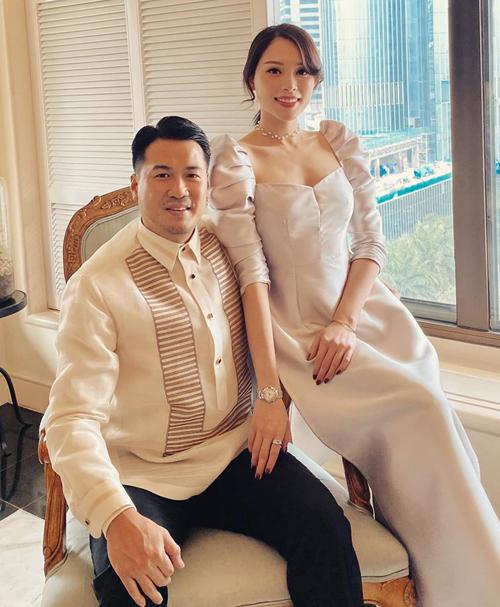 Linh Rin đẹp đôi bên thiếu gia Phillip Nguyễn. Cả hai được khen trông chẳng khác gì công chúa - hoàng tử.