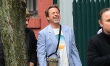 'Iron Man' tươi cười dạo phố bất chấp bị tẩy chay
