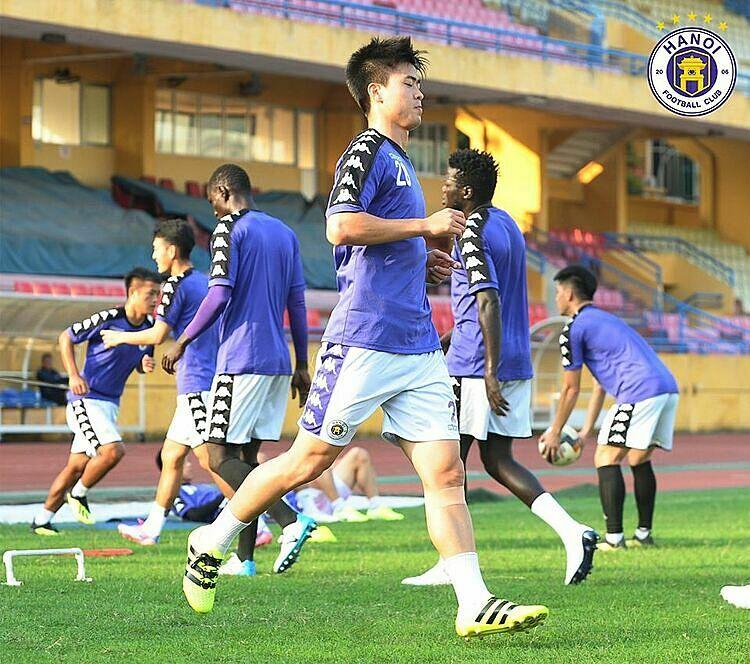 Duy Mạnh quay trở lại tập luyện cùng CLB ngay sau đám hỏi một ngày. Ảnh: Hà Nội FC.