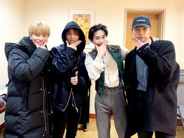 Tae Il, Hae Chan và Johnny (NCT 127) đến cổ vũ vở nhạc kịch của đàn anh Su Ho.