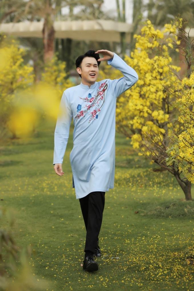 """<p> Tết này, Dương Triệu Vũ sẽ tung MV """"Tết vạn lộc phúc an"""" mang không khí rộn ràng như lời chúc Tết bình an tới các khán giả.</p>"""
