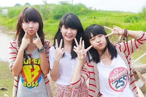 Khoảng năm 2010 - 2011, Quỳnh Anh Shyn, An Japan và Mẫn Tiên gây chú ý, được gọi là bộ ba sát thủ Hà thành, dựa theo bộ phim dành cho giới trẻ đình đám lúc bấy giờ. Ngoại hình xinh xắn cũng phong cách thời trang kẹo ngọt, 3 cô gái nhanh chóng trở thành hot teen đình đám.