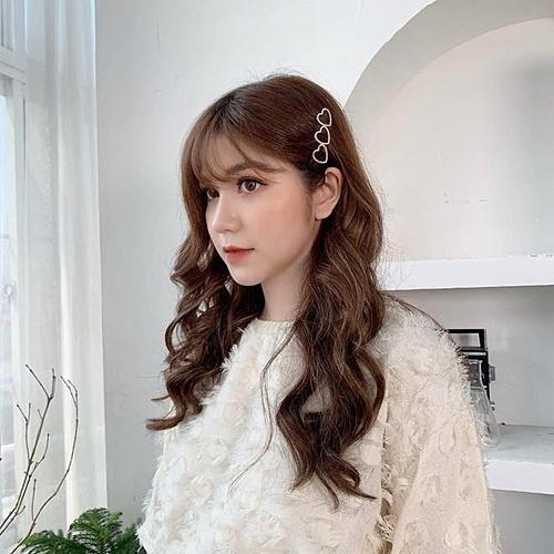 Cô nàng có cuộc tình ngọt ngọt với bạn trai Nguyễn Dũng Anh. Cặp đôi là bạn thân khá lâu trước khi công khai chuyện tình cảm.