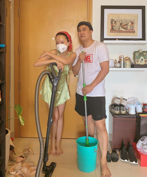 Băng Di và bạn trai hóm hỉnh khoe đang dự Vietnam International dọn nhà week nhân dịp Tết đến.