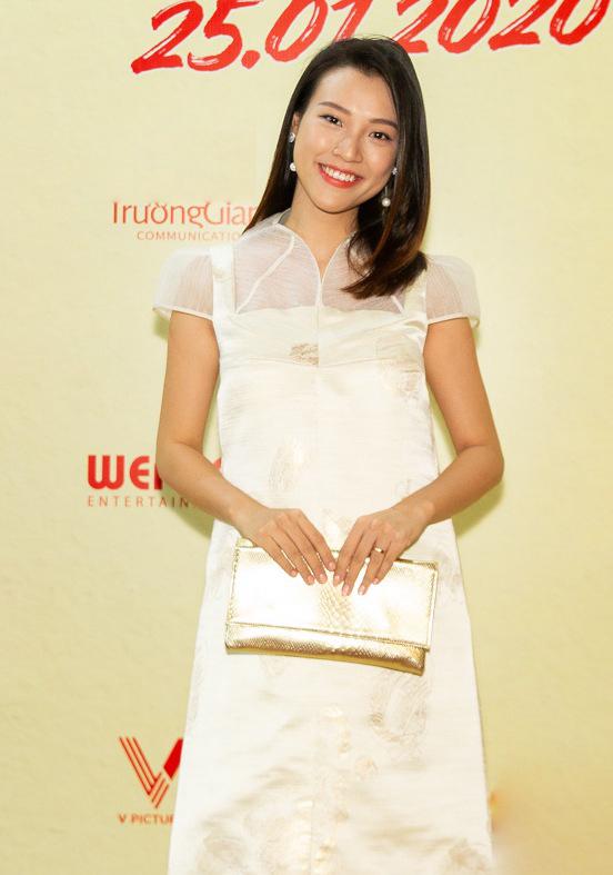 <p> Hoàng Oanh mặc đồ rộng khi đang mang bầu.</p>